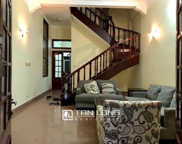 5-bedroom house on Xuan Dieu for rent 3