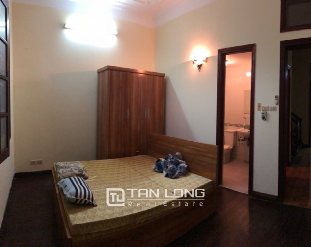 5-bedroom house on Xuan Dieu for rent 5