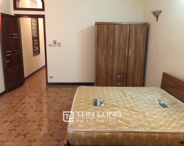 5-bedroom house on Xuan Dieu for rent 8