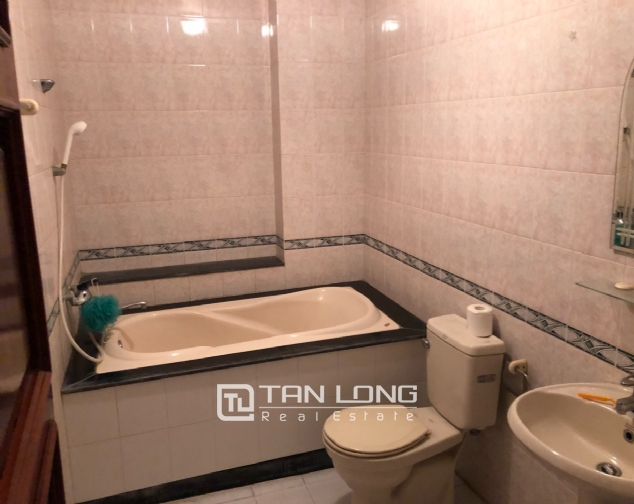 5-bedroom house on Xuan Dieu for rent 9