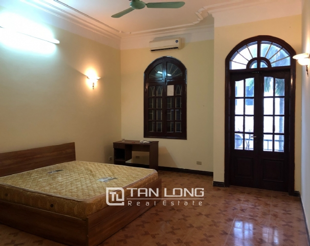 5-bedroom house on Xuan Dieu for rent 10
