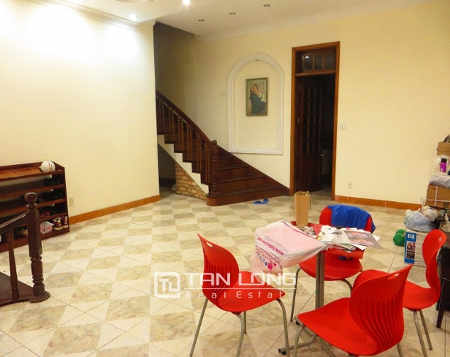 6 bedroom house for rent in Thong Phong lane, Ton Duc Thang street, Dong Da district 2