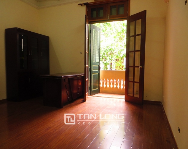6 bedroom house for rent in Thong Phong lane, Ton Duc Thang street, Dong Da district 6