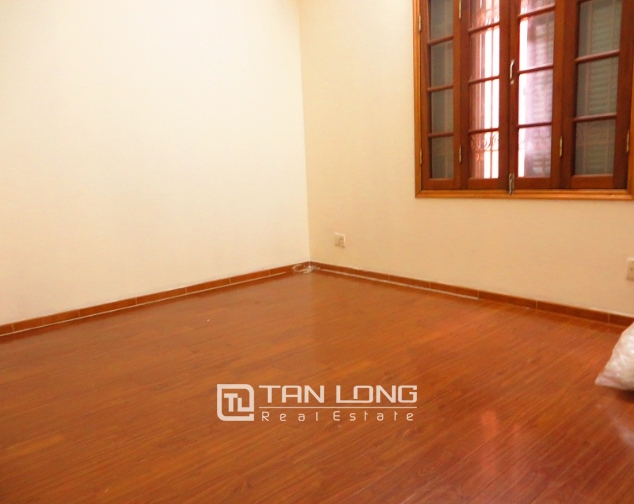 6 bedroom house for rent in Thong Phong lane, Ton Duc Thang street, Dong Da district 9