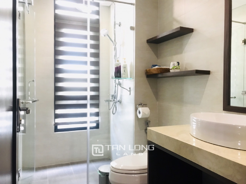 90sqm-2 bedrooms apartment for rent in Au Co street, Tay ho district 8