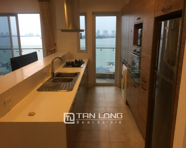 A 2-bedroom apartment for rent on Golden Weslake! 3