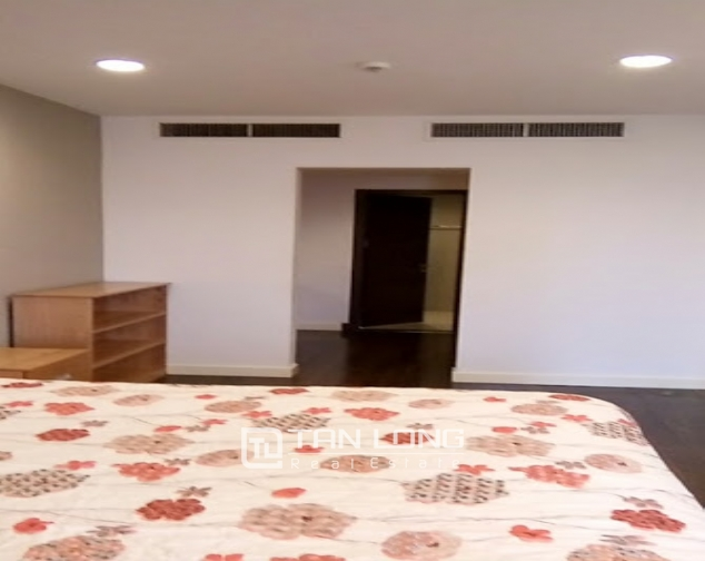 A 2-bedroom apartment for rent on Lancaster 20 Nui Truc! 6