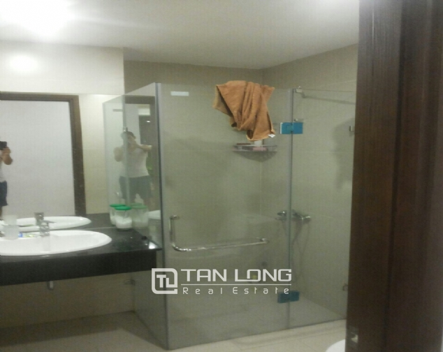 A 3-bedroom apartment for rent in Tay Ho district! 8