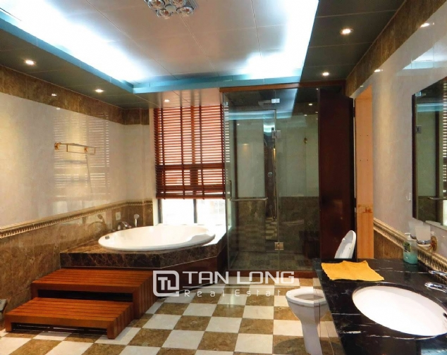 A 3-bedroom apartment for rent on Doi Can street, Ba Dinh district! 6
