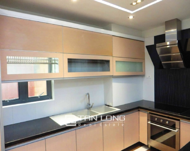 A 3-bedroom apartment for rent on Doi Can street, Ba Dinh district! 2