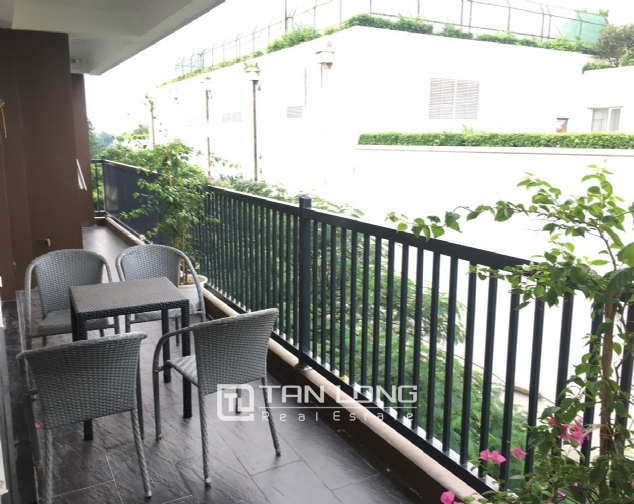 A 3-bedroom apartment for rent on Tu Hoa street, Tay Ho district! 1