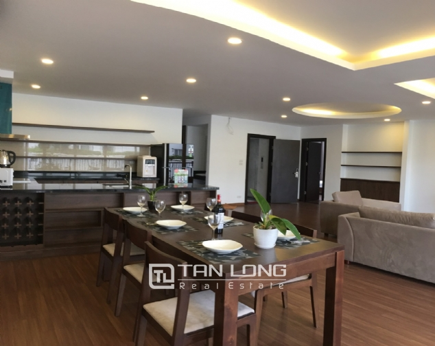 A 3-bedroom apartment for rent on Tu Hoa street, Tay Ho district! 4