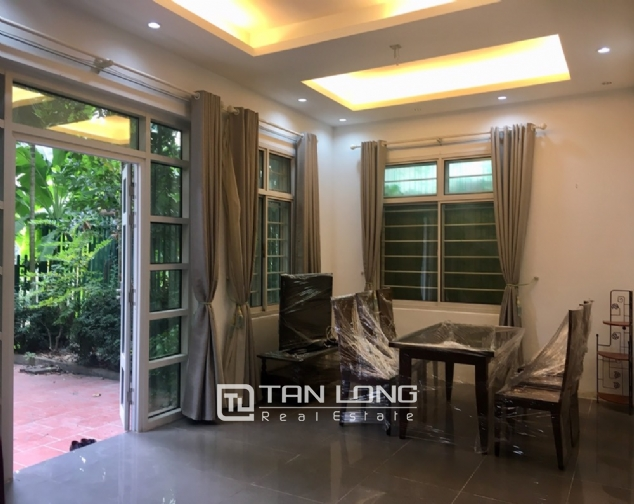 A 3-bedroom house for rent on Dang Thai Mai street, Tay Ho district! 3