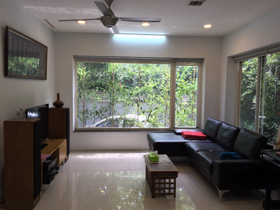 A 3-bedroom house for rent on Nghi Tam street, Tay Ho district!