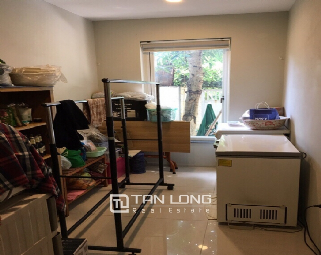A 3-bedroom house for rent on Nghi Tam street, Tay Ho district! 3