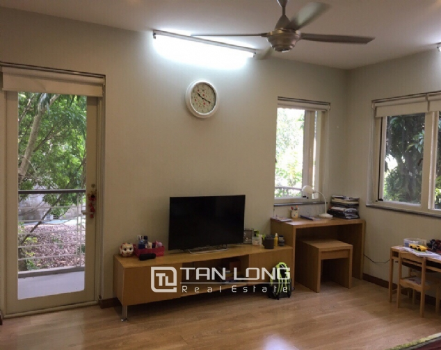 A 3-bedroom house for rent on Nghi Tam street, Tay Ho district! 4