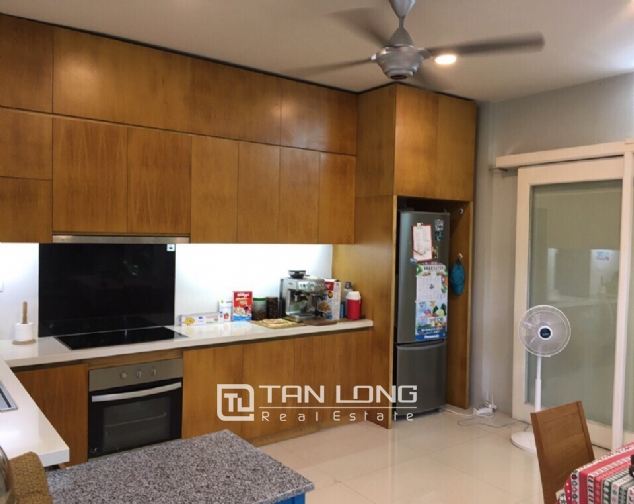 A 3-bedroom house for rent on Nghi Tam street, Tay Ho district! 5