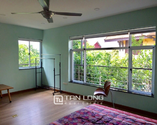 A 3-bedroom house for rent on Nghi Tam street, Tay Ho district! 8