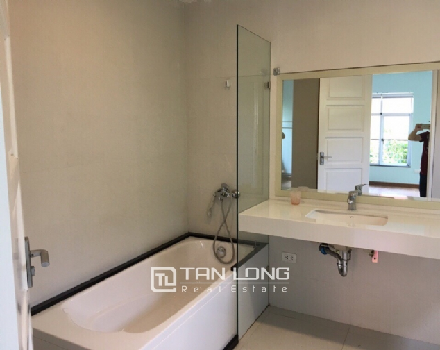 A 3-bedroom house for rent on Nghi Tam street, Tay Ho district! 2