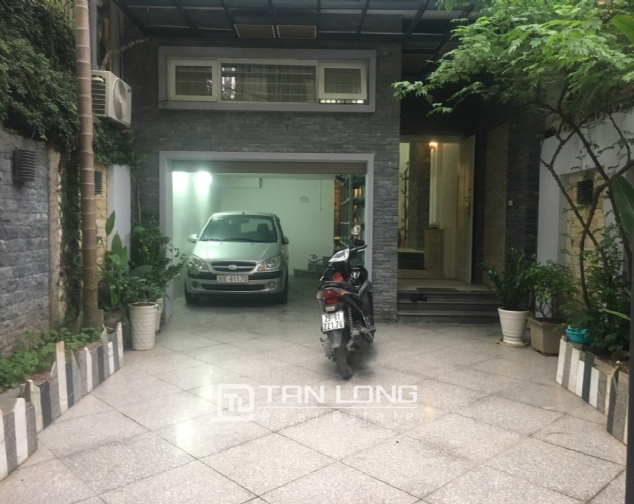 A 3-bedroom unfurnished house for rent on Dang Thai Mai street, Tay Ho district! 1