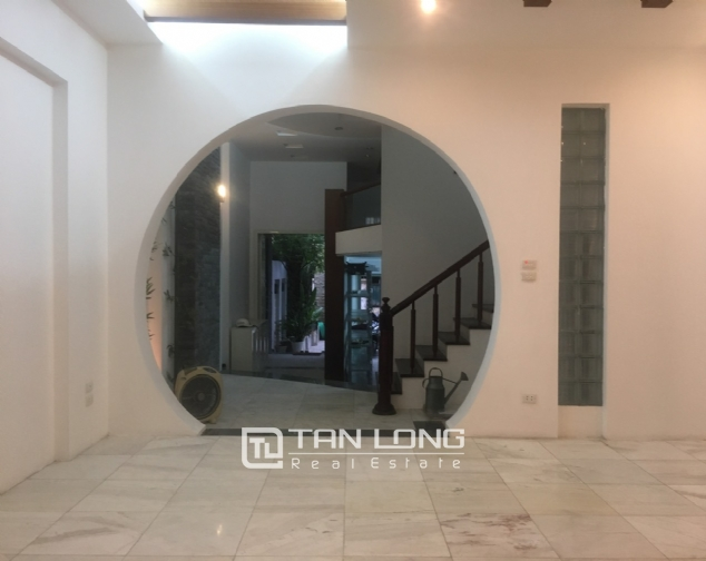 A 3-bedroom unfurnished house for rent on Dang Thai Mai street, Tay Ho district! 3