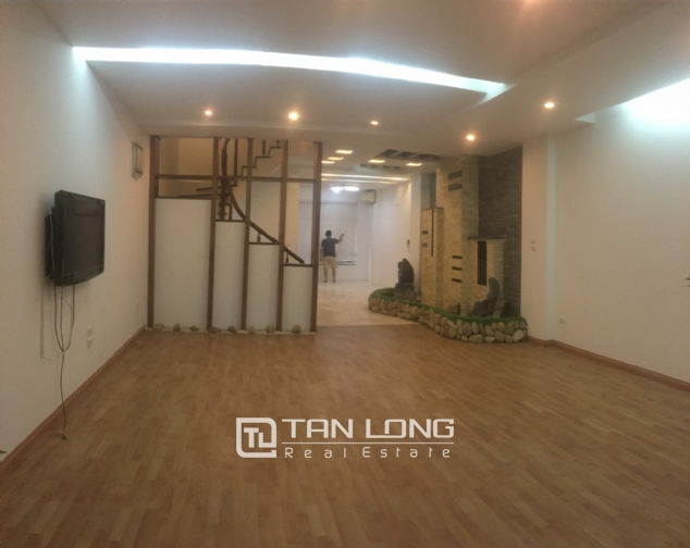 A 3-bedroom unfurnished house for rent on Dang Thai Mai street, Tay Ho district! 4