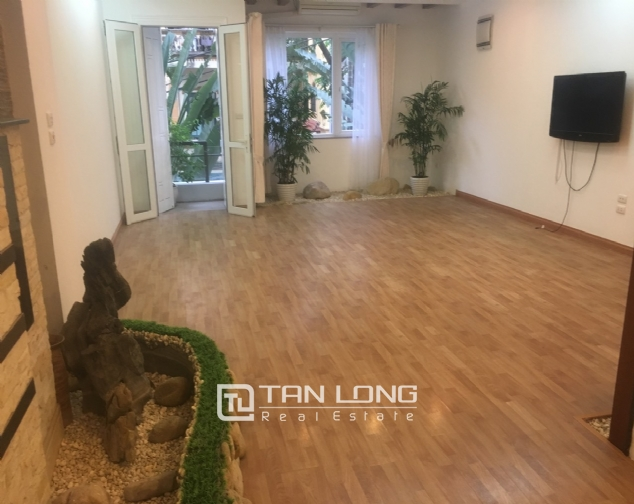 A 3-bedroom unfurnished house for rent on Dang Thai Mai street, Tay Ho district! 5