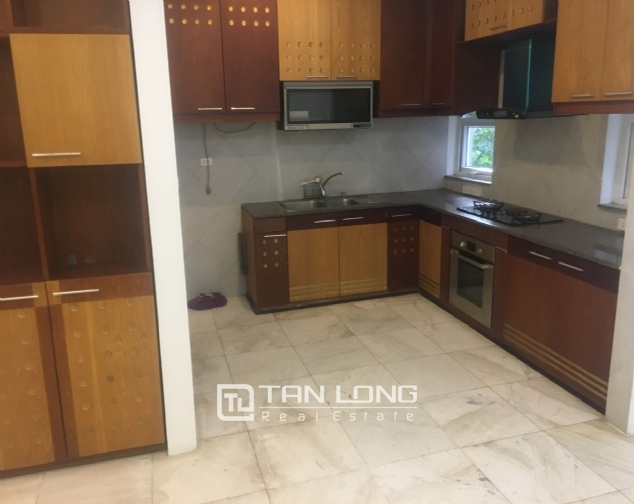 A 3-bedroom unfurnished house for rent on Dang Thai Mai street, Tay Ho district! 8