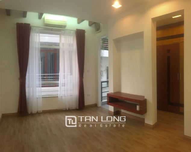 A 3-bedroom unfurnished house for rent on Dang Thai Mai street, Tay Ho district! 9