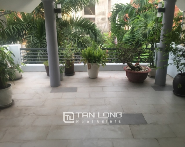 A 3-bedroom unfurnished house for rent on Dang Thai Mai street, Tay Ho district! 2