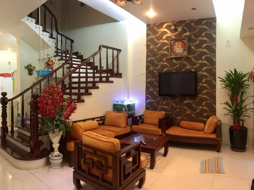 A 5-bedroom house for rent on Nghi Tam street, Tay Ho district!