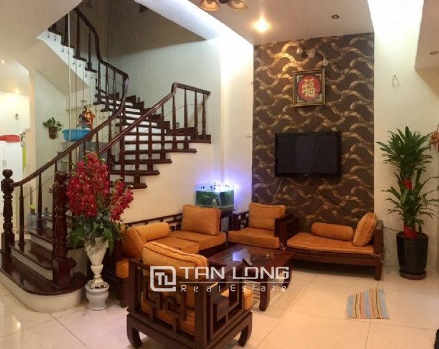 A 5-bedroom house for rent on Nghi Tam street, Tay Ho district! 2