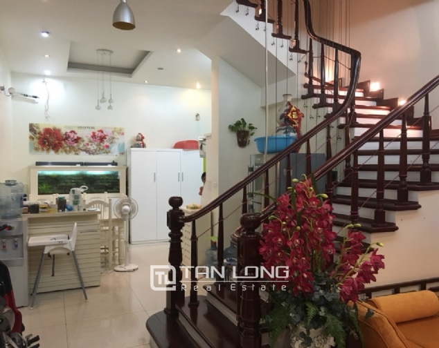 A 5-bedroom house for rent on Nghi Tam street, Tay Ho district! 3