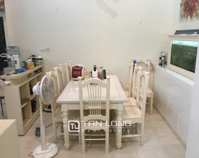 A 5-bedroom house for rent on Nghi Tam street, Tay Ho district! 4