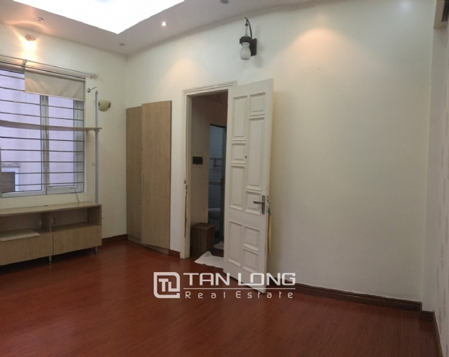 A 5-bedroom house for rent on Nghi Tam street, Tay Ho district! 10