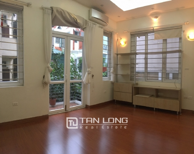 A 5-bedroom house for rent on Nghi Tam street, Tay Ho district! 9