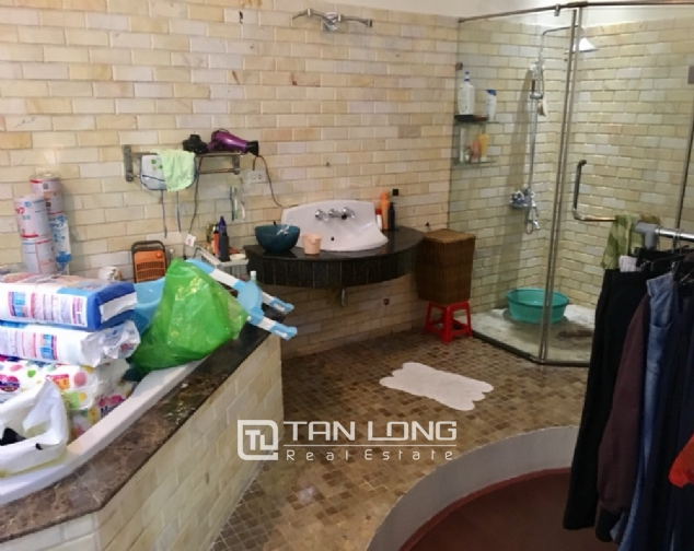 A 5-bedroom house for rent on Nghi Tam street, Tay Ho district! 1