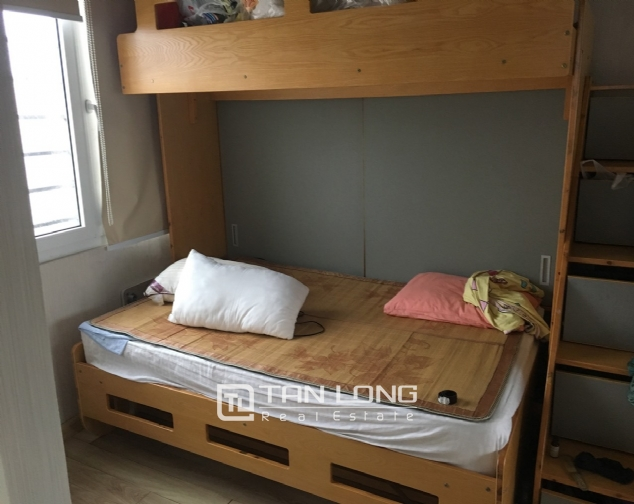A 5-bedroom house for rent on Nghi Tam street, Tay Ho district! 5