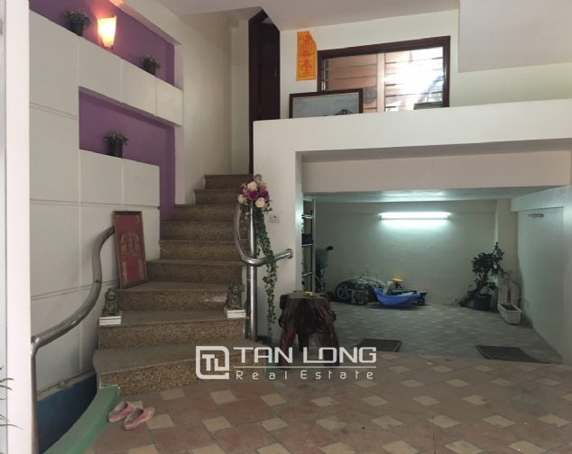 A beautiful house for rent on Au Co street, Tay Ho district! 1