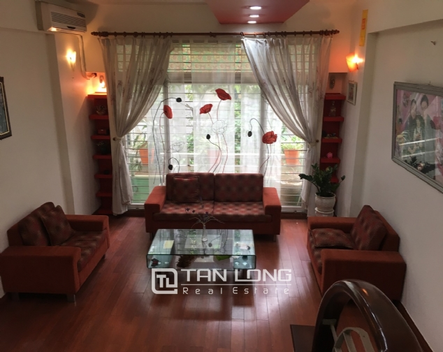 A beautiful house for rent on Au Co street, Tay Ho district! 4