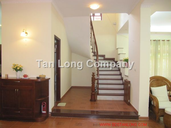 A beautiful villa for rent in Tay Ho street, Tay Ho district, Hanoi is available now 4