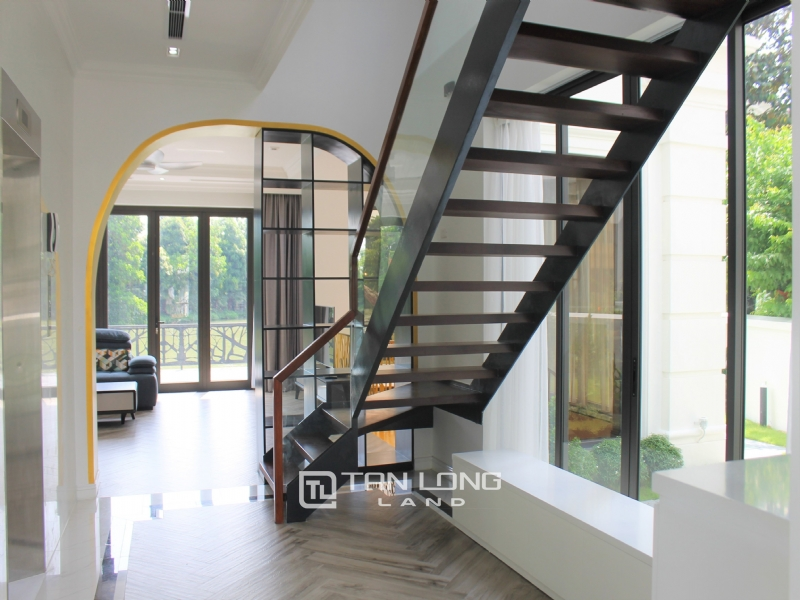A Bright and Elegant Villa for rent in Vinhomes Riverside 29