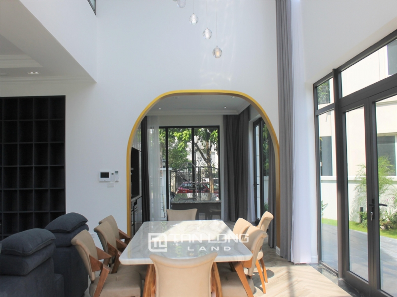 A Bright and Elegant Villa for rent in Vinhomes Riverside 25