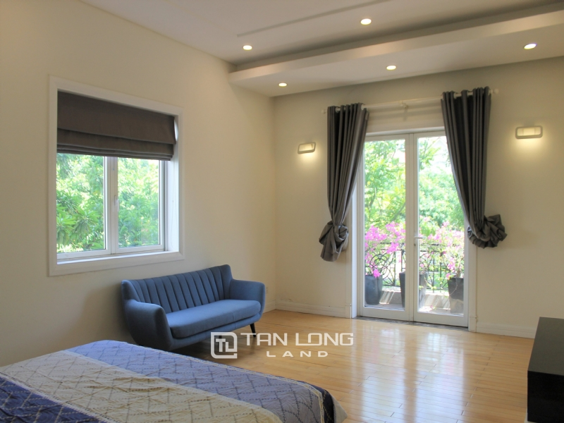 A Detached Villa for rent with full furnishings in Vinhomes Riverside 9