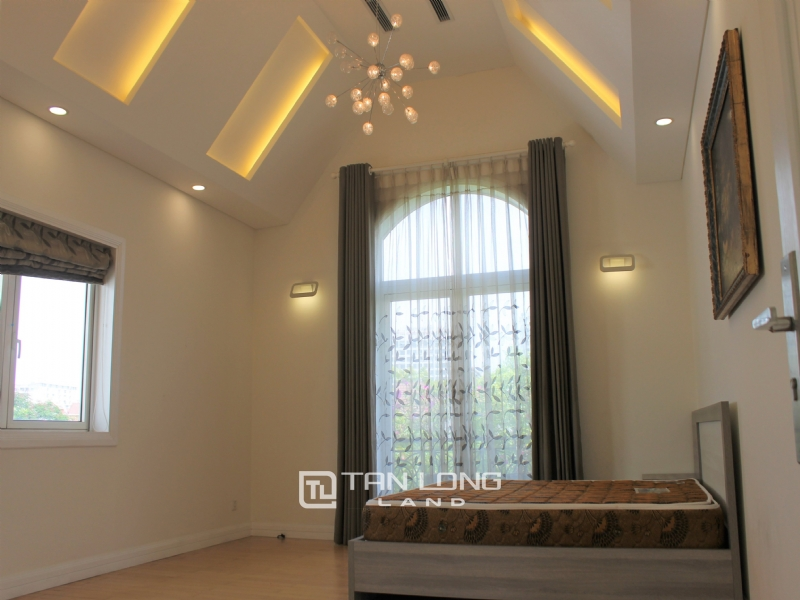 A Detached Villa for rent with full furnishings in Vinhomes Riverside 12