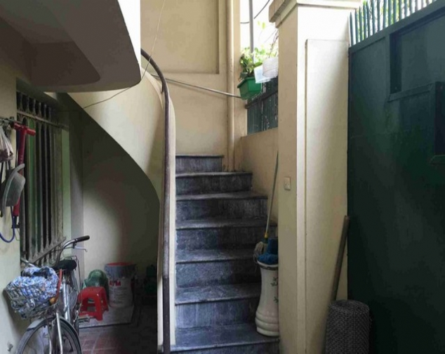 A house for rent on Dinh Cong Trang with 4 storeys 2
