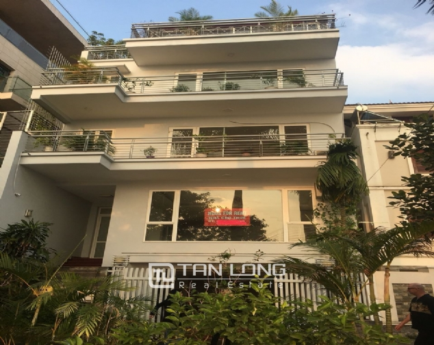 A house on Dang Thai Mai road street with lake view for rent! 1
