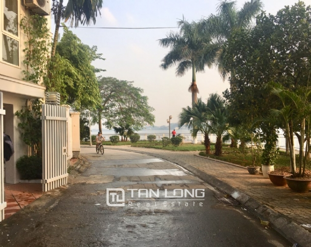 A house on Dang Thai Mai road street with lake view for rent! 2