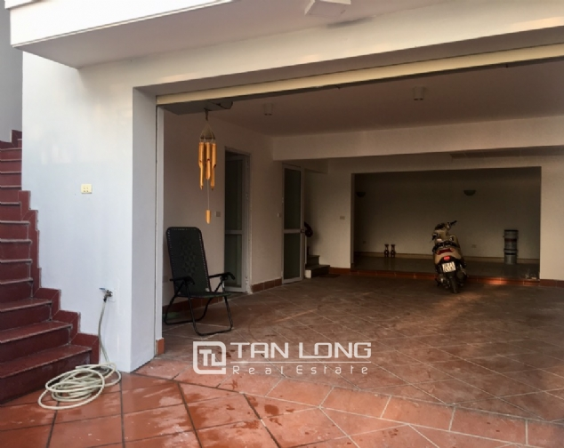 A house on Dang Thai Mai road street with lake view for rent! 3