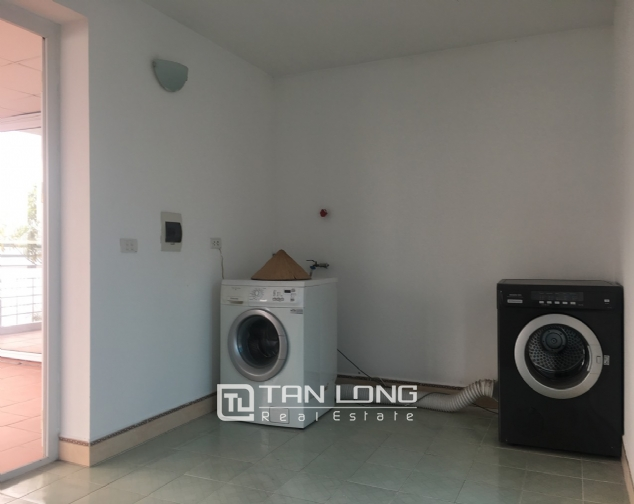 A house on Dang Thai Mai road street with lake view for rent! 6
